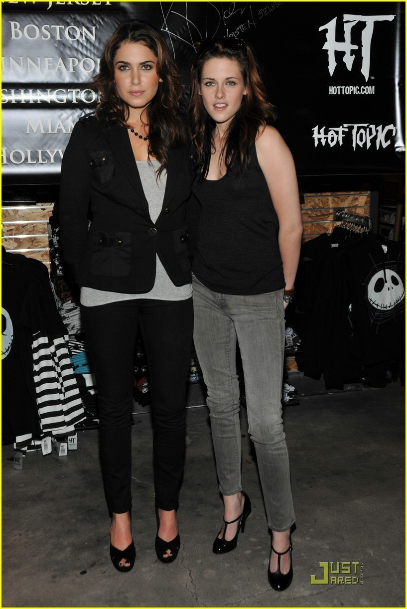 Kris and Nikki - nikki-reed-and-kristen-stewart photo