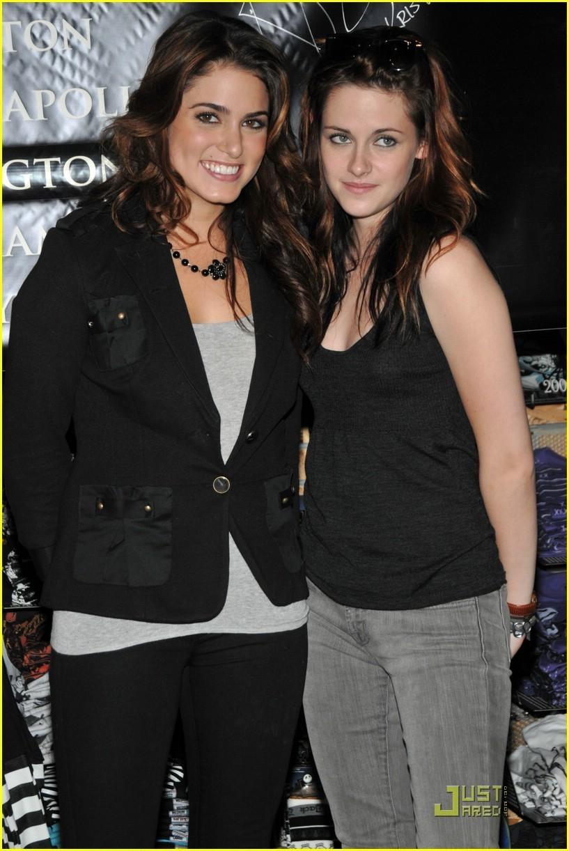 Kristen & Nikki at Paramus Signing