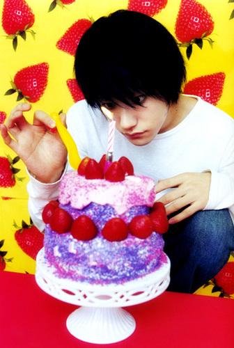 L(デスノート) and his cake!