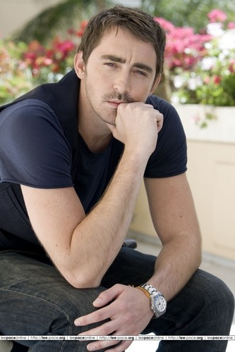 Lee Pace achtergrond entitled Lee