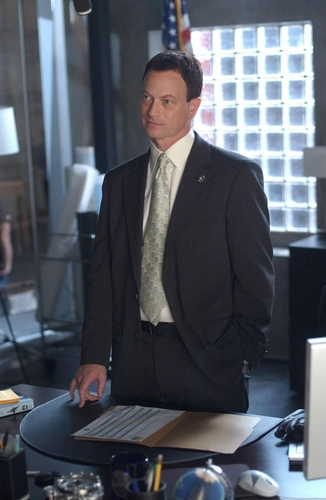 All CSI's kertas dinding containing a business suit, a suit, and a three piece suit entitled Mac Taylor