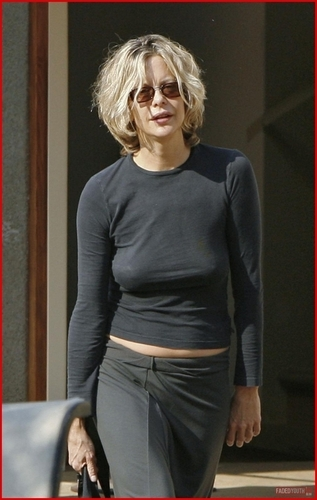 Celebrity Gossip wallpaper called Meg Ryan Braless