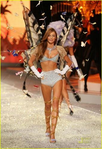 Miranda @ the Victoria's Secret Fashion onyesha