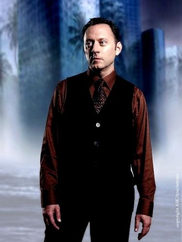 New Season 4 Character Promotional Fotos