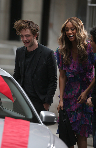 Rob on the Tyra Banks tampil