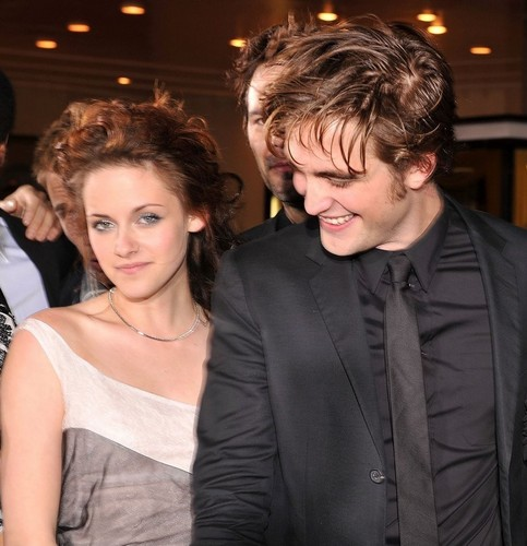 robert pattinson and kristen stewart twilight premiere. Kristen Stewart and Robert