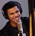 Taylor on Kiss FM - twilight-series photo