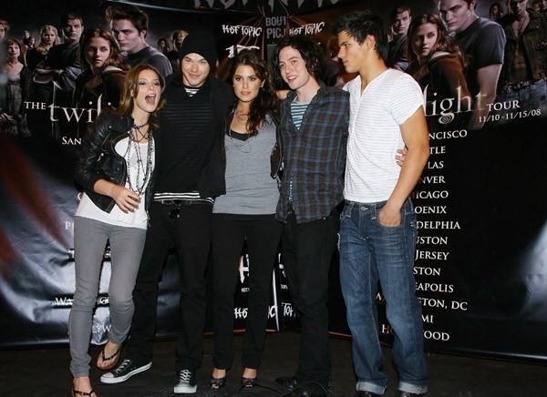 Twilight Cast & Paramore Lost Zeigen
