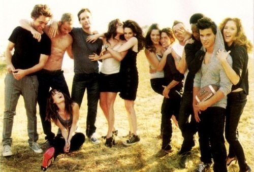 Twilight Cast - nikki-reed-and-kristen-stewart Photo