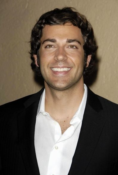 Zachary Levi - Wallpaper Hot