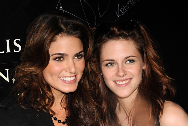 like sisters !! - nikki-reed-and-kristen-stewart photo