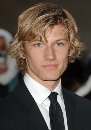 Alex Pettyfer fond d'écran containing a business suit and a suit entitled Alex Pettyfer