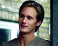 Alex in Om Sara - alexander-skarsgard screencap
