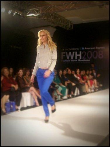 CariDee@FashionWeekHoundras