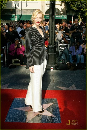 Cate Gets Her étoile, star on Walk of Fame