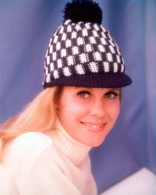 Elizabeth Montgomery wallpaper possibly with a ski cap called Elizabeth Montgomery