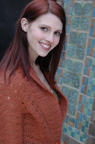 Julie McNiven (Anna)