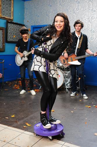 Miranda Anbout anda Now Video