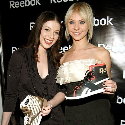 Taylor Momsen and Michelle Trachtenberg and Fancy giày dép