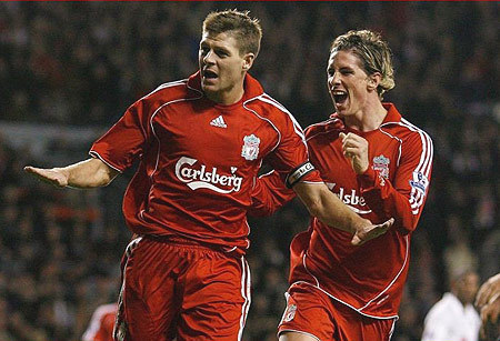 Steven Gerrard And Fernando Torres वॉलपेपर possibly with a बास्केटबाल, बास्केटबॉल, बास्केट बॉल player entitled Torres And Gerrard