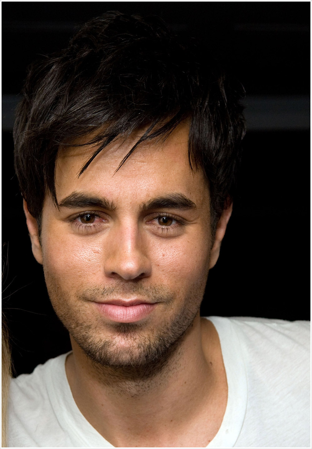 http://images2.fanpop.com/images/photos/2900000/enrique-enrique-iglesias-2961402-1000-1437.jpg