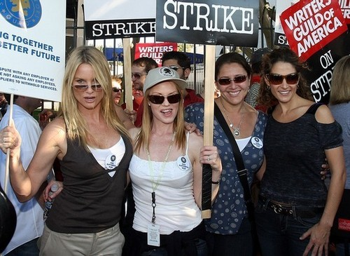 melina with other actrices on a srtike