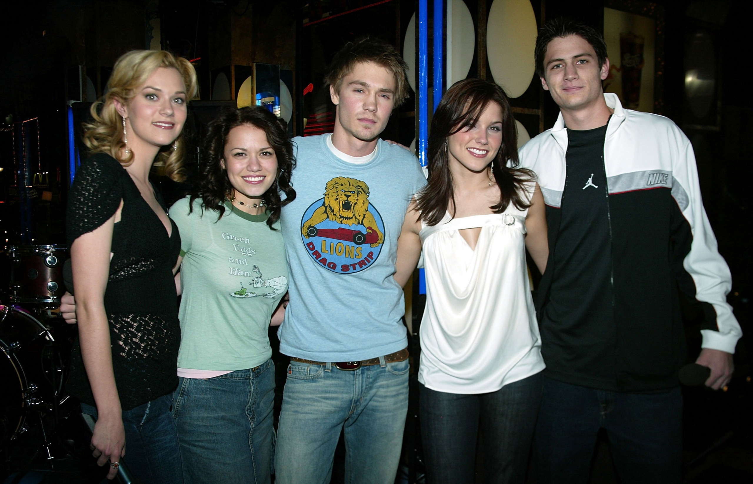 one tree hill actors dating Can you name the can you name who hooked up and dated in all the seasons of one tree hill television quiz / one tree hill character dating tv show by cast.