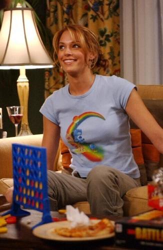 Amanda in The OC S1 episode stills