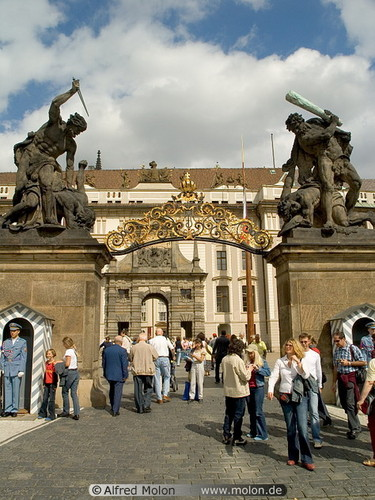 замок main gate