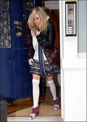 Diana Vickers দেওয়ালপত্র possibly with bare legs, hosiery, and a hip boot called Diana :D
