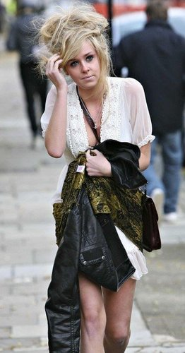 Diana Vickers দেওয়ালপত্র possibly with a hip boot and a ককটেল dress called Diana