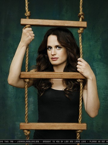 http://images2.fanpop.com/images/photos/3000000/Elizabeth-Reaser-twilight-series-3058903-360-480.jpg