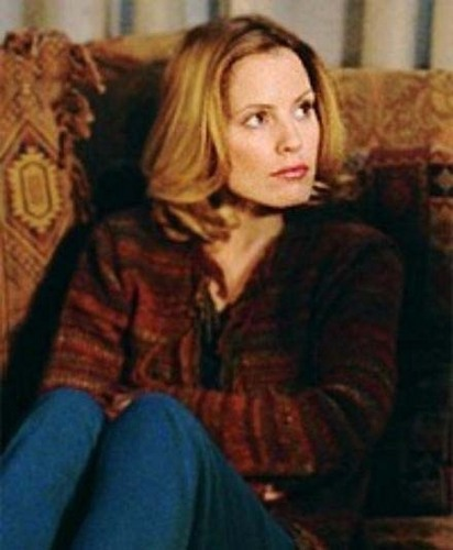 Buffy the Vampire Slayer karatasi la kupamba ukuta probably with a portrait entitled Emma Caulfield