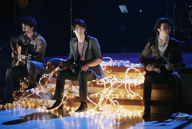 jonas brothers on dancing with the stars