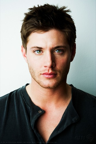 Jensen Ackles Hintergrund with a portrait entitled Jensen Ackles: Green Eyes