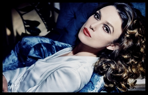 Keira Knightley wallpaper probably containing a portrait titled Keira