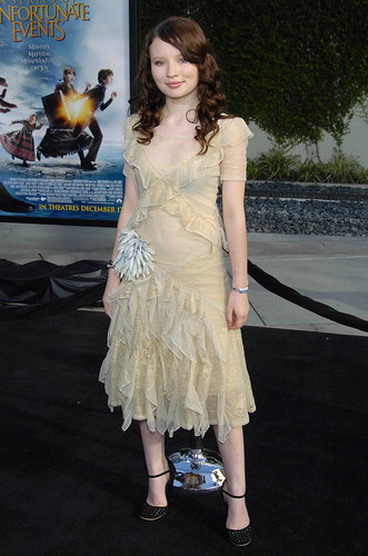 Emily Browning kertas dinding possibly with a koktel dress, a frock, and a dress called Lemony Snicket's A Series of Unfortunate Events Los Angeles Premiere 2004
