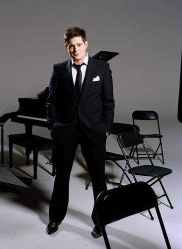 Michael Bublé Hintergrund containing a business suit and a suit called Michael Buble