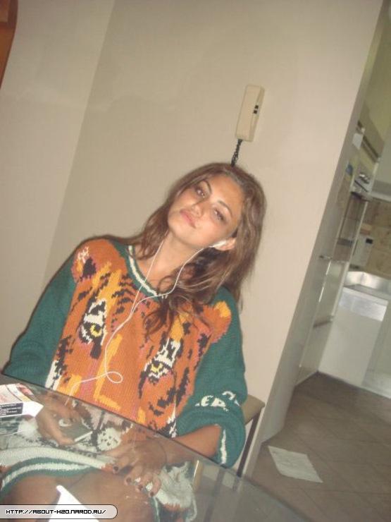 Phoebe Tonkin - cariba-heine-and-phoebe-tonkin photo