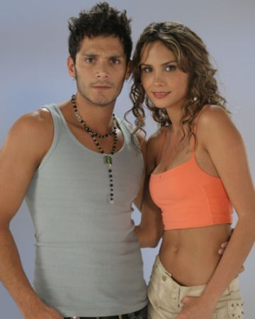http://images2.fanpop.com/images/photos/3000000/Sin-Senos-No-Hay-Paraiso-Parejas-sin-senos-no-hay-paraiso-3035839-360-450.jpg