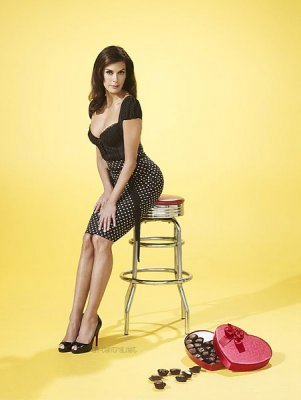 Desperate Housewives پیپر وال probably containing bare legs, a hip boot, and tights titled TVGuide Outtakes (Teri Hatcher)