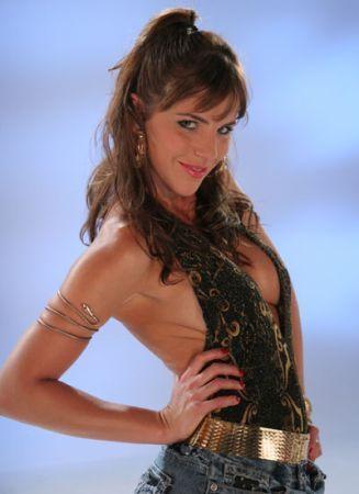 http://images2.fanpop.com/images/photos/3000000/Yessica-sin-senos-no-hay-paraiso-3035886-327-450.jpg