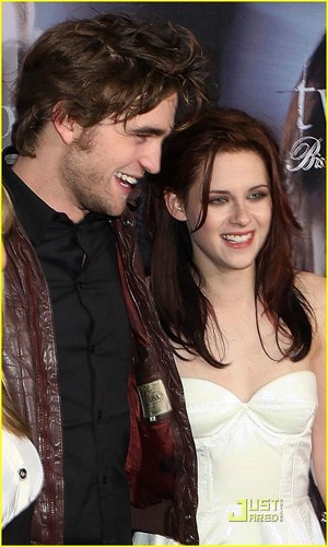 kristen stewart and robert pattinson new moon kiss. (From L) Robert Pattinson and