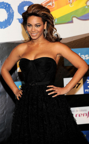 Beyonce at the 2008 Los 40 Principales awards