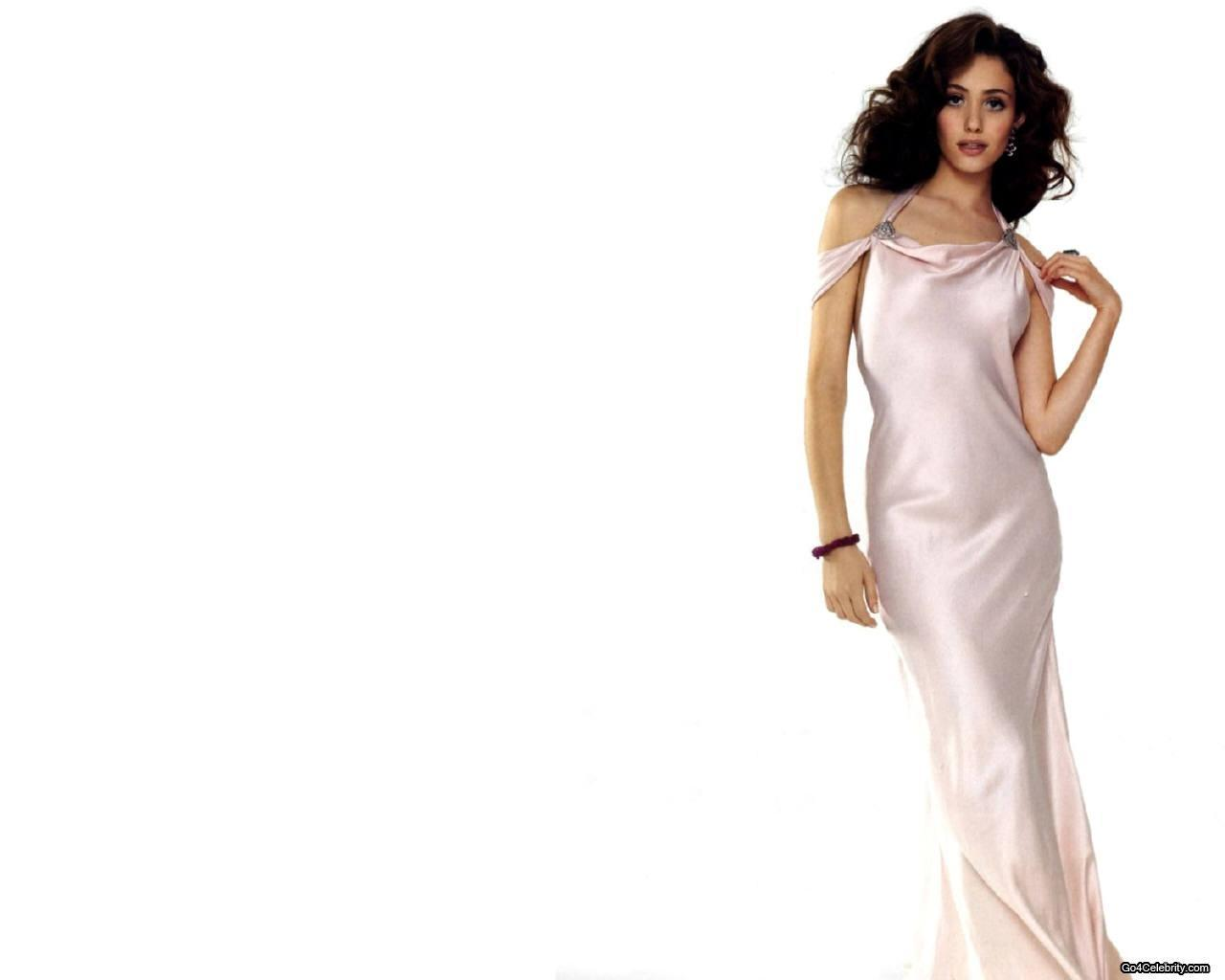 http://images2.fanpop.com/images/photos/3100000/Emmy-wallpaper-emmy-rossum-3159653-1280-1024.jpg