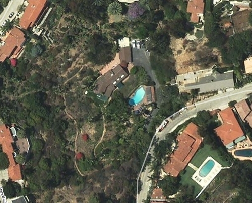 House M.D. kertas dinding with a business district titled Hugh Laurie's House in Google Maps
