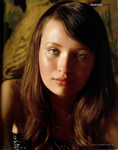 Emily Browning kertas dinding containing a portrait titled In Style (Australia) March 2008
