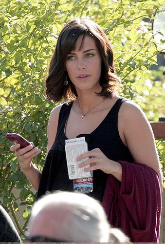 Jessica on 90210 set