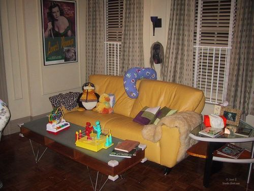 Friends wallpaper with a living room, a family room, and a den titled Pictures from the set