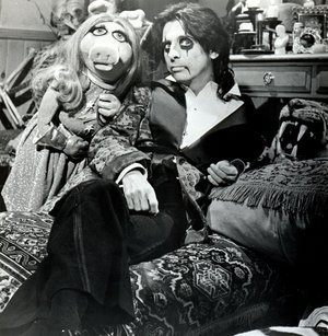 The Muppet hiển thị with Alice Cooper
